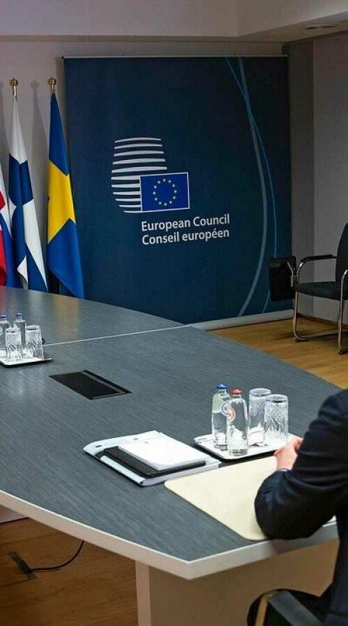 Brecha-de-seguridad-al-compartir-en-Twitter-una-imagen-en-una-reunión-de-la-Unión-Europea